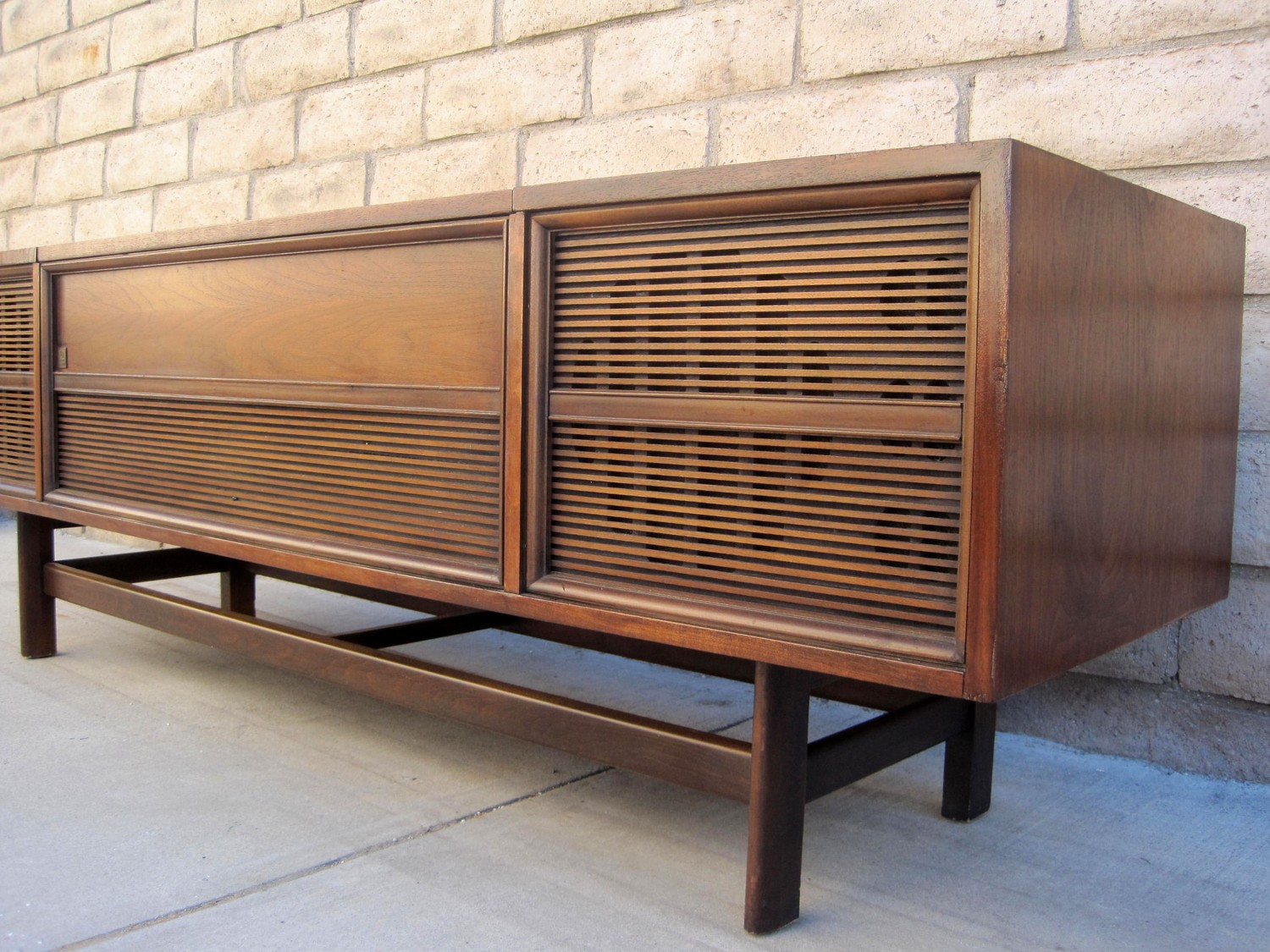 ship mid century modern consoles with citizenshipper. Black Bedroom Furniture Sets. Home Design Ideas